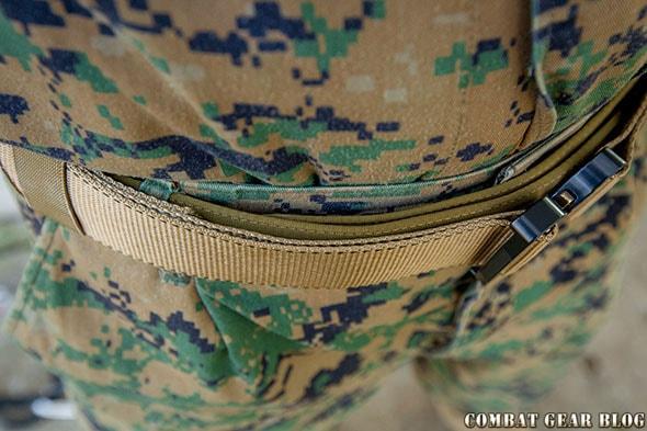 Taktikai öv nadrágtartó övként használva